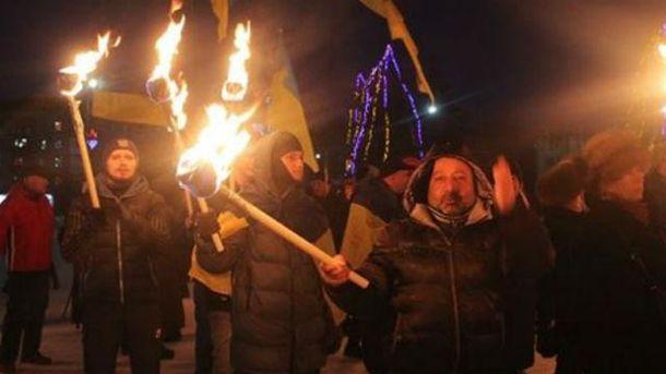 Это первое факельное шествие в городе
