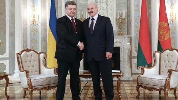 Президенти України та Білорусі Петро Порошенко та Олександр Лукашенко