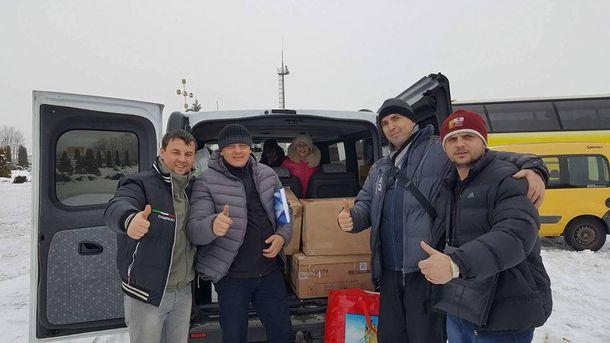 Волонтеры с подарками для бойцов АТО