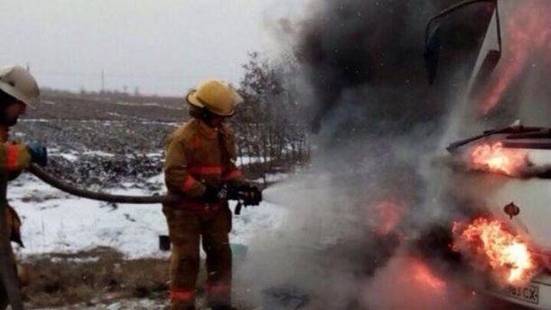 Пожежа спалахнула у моторному відсіку