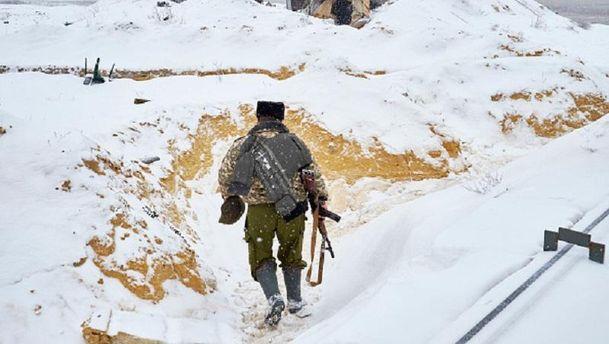 Боевики стреляют изминометов, гранатометов иБТРов, есть раненый