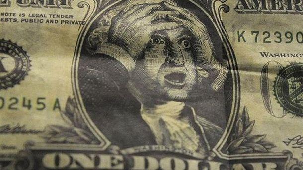Долар подешевшав ще на 10 копійок