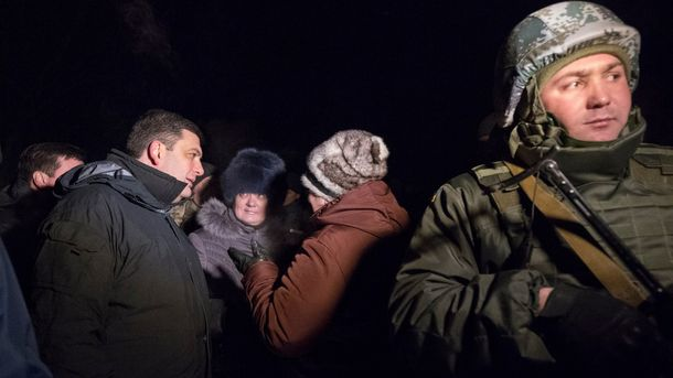 Владимир Гройсман во время встречи с жителями Авдеевки
