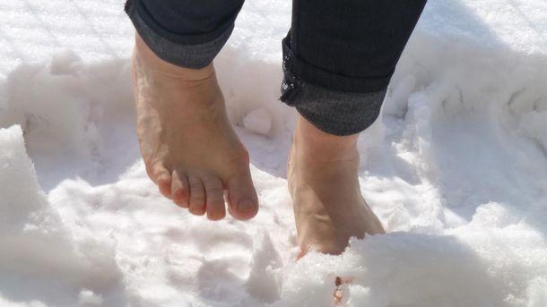 Поліцейський босоніж 5 кілометрів біг по снігу за злочинцем