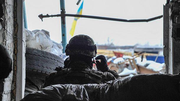 Військовий на бойовій позиції біля Авдіївки
