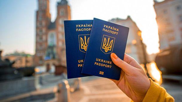 Влітку українці зможуть їздити за кордон без віз?