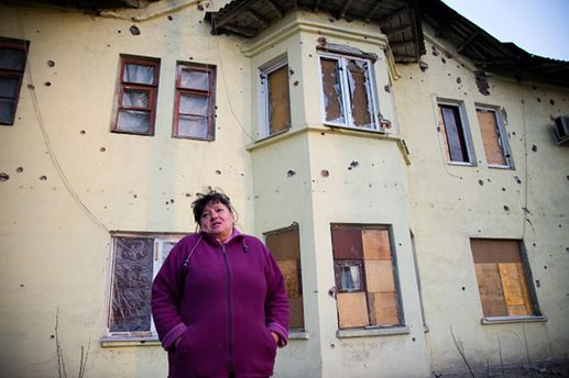 Женщины на Донбассе не дают боевикам стрелять из их дворов