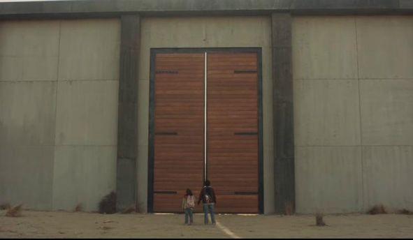 Кадр из ролика: мексиканская стена Трампа