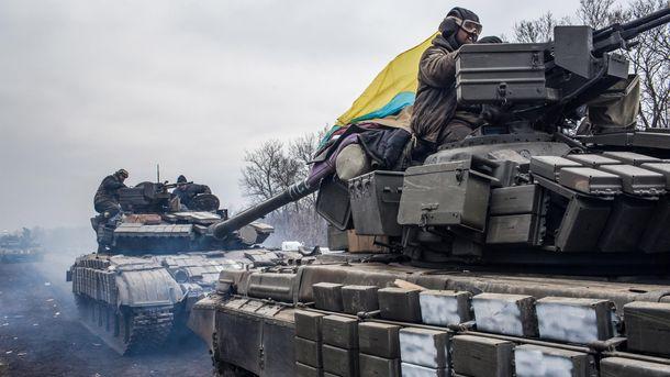 Українські військові їдуть на танках