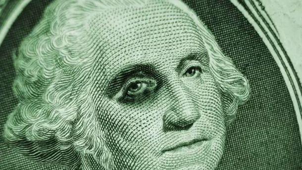Долар продовжує падати