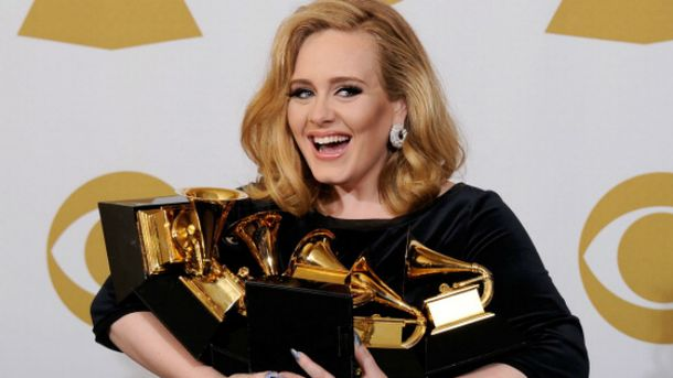 Адель заработала 80,5 млн долларов и получила не одну награду