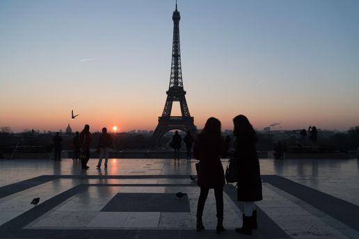 Эйфелеву башню хотят защитить от террористов