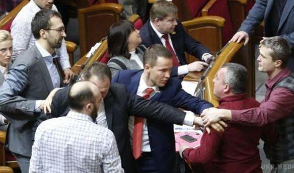 Народные депутаты снова подрались в Верховной Раде