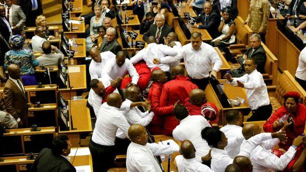 Депутати люблять битись не тільки в Україні