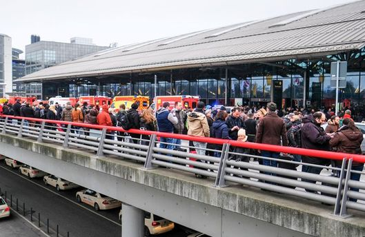 Люди массово отравились газом в аэропорту Гамбурга