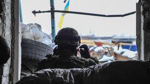 Военный на позициях возле Авдеевки