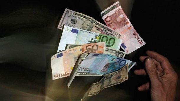 Ціна як долара, так і євро знизилась на 4 копійки