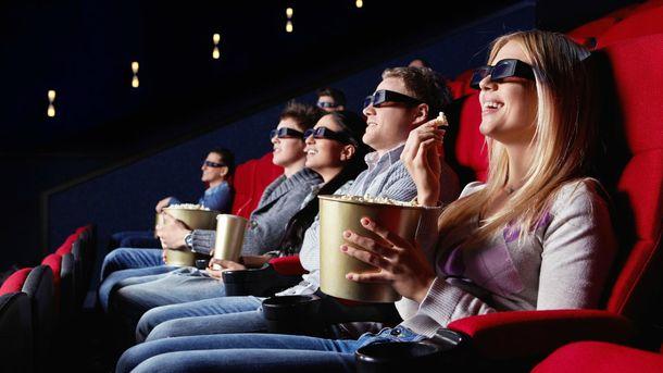Що їдять глядачі в кінотеатрах у різних країнах світу