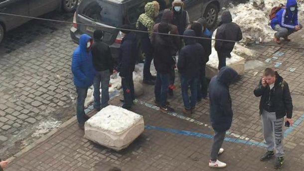 Парни, напавшие на Владимира Вьятровича