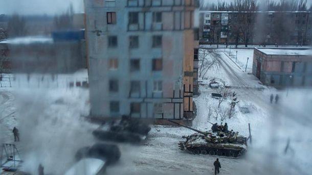 Бойовики влучили у багатоквартиний будинок на Донбасі