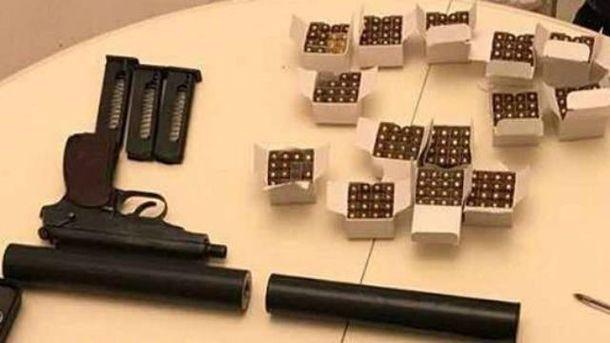 Громадянина РФ з інтервалом зброї та набоїв затримали у Києві