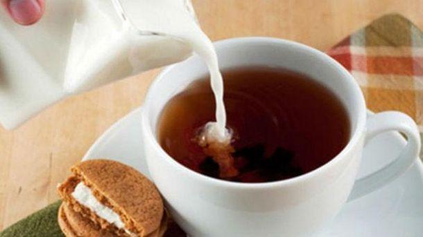 Лучше не добавлять молоко в чай