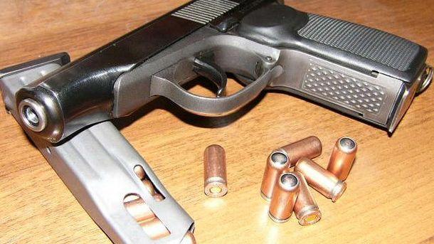 Пістолет з гільзами