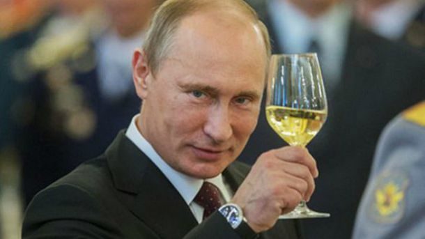 Дивно, що Путіна ще не хочуть коронувати