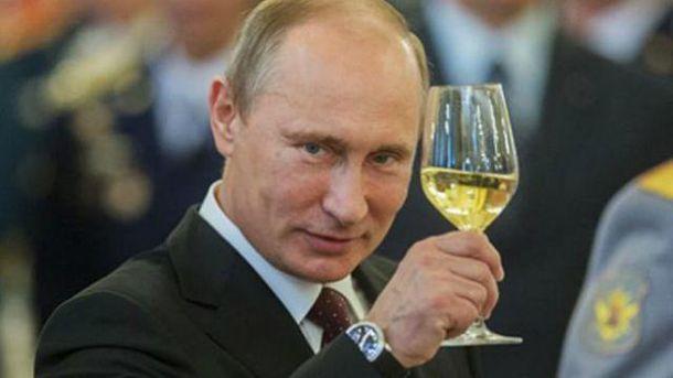 Странно, что Путина еще не хотят короновать