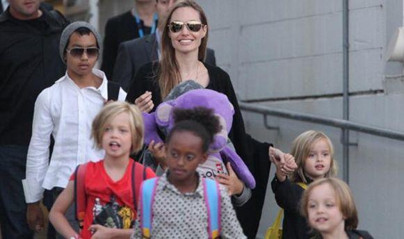 Анджеліна Джолі з дітьми відвідала Камбоджу
