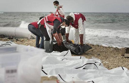 На пляж у Лівії винесло тіла потопельників