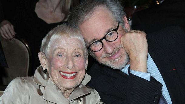 Стівен Спілберг з мамою