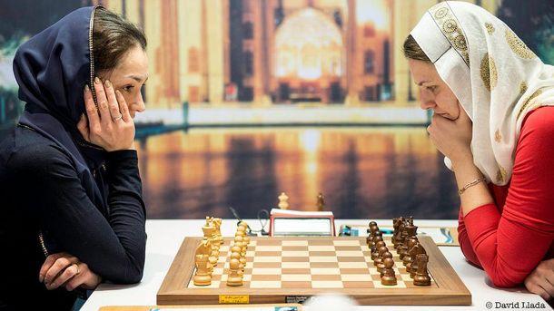 Анна Музичук (справа) у двох партіях перемогла Олександру Костенюк (зліва)