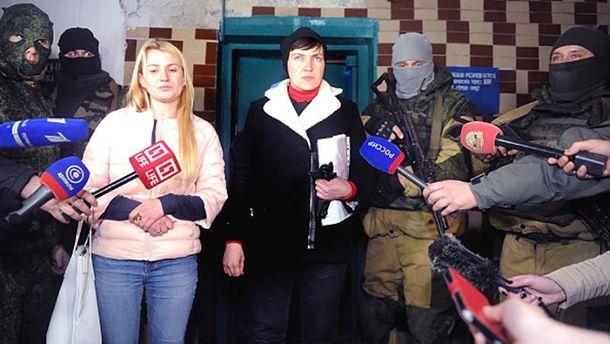 Надежда Савченко в окружении террористов в Донецке