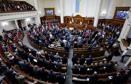 Почти 60 нардепов летают в Москву через Минск