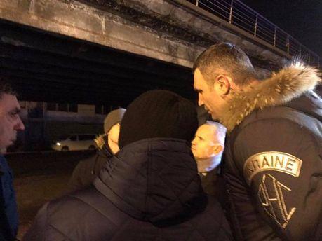 Виталий Кличко на месте обрушения Шулявского моста