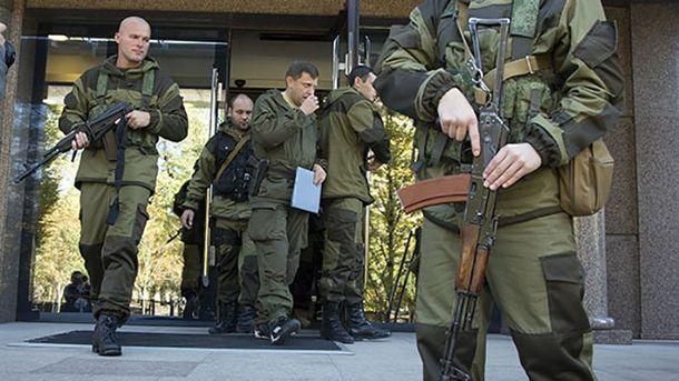 Александр Захарченко в окружении охраны