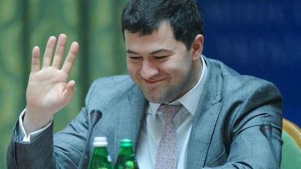 Романа Насирова везут на процедуры