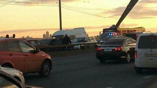 В аварії на Московському мості взяли участь 9 автівок