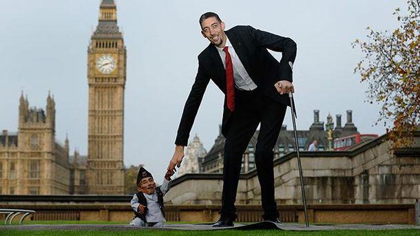 Султана Косена – самый высокий человек в мире