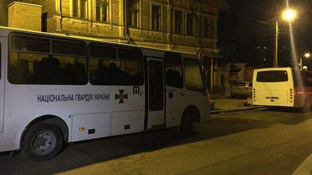 Автобуси з нацгвардійцями