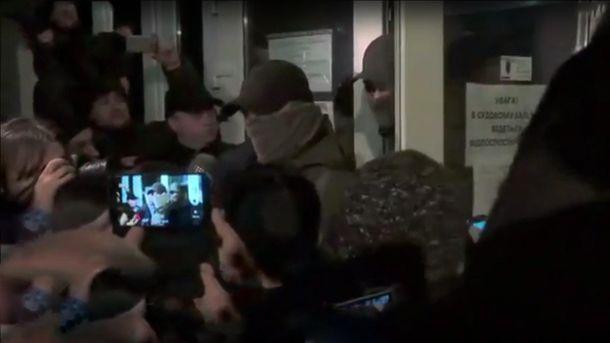 Сотрудники НАБУ покидают зал суда