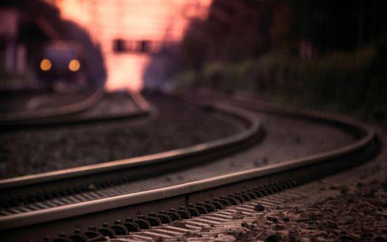 Парень сам бросился под поезд