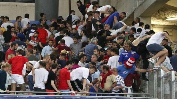 Драки футбольных фанатов