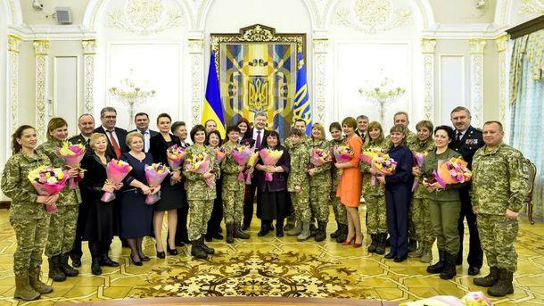 Порошенко привітав українок з 8 березня