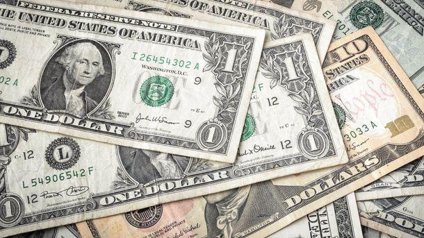 Доллар теряет в цене