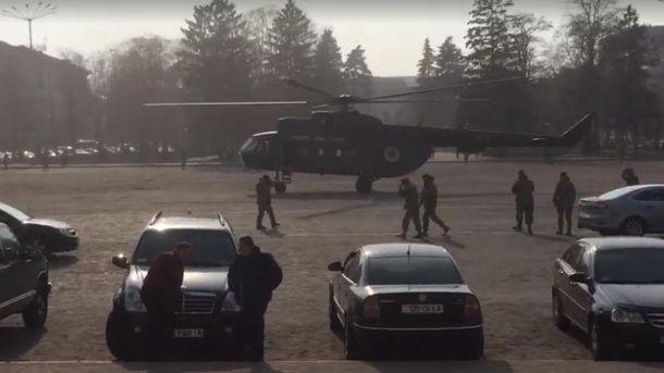 Вертолет на главной площади Чернигова