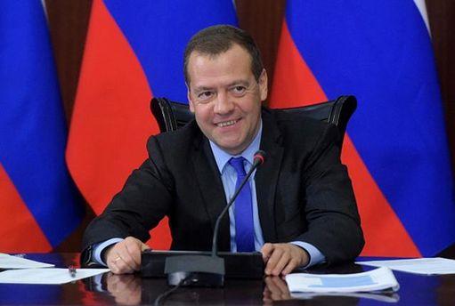 Дмитрий Медведев приказал платить за дорогу в Украину