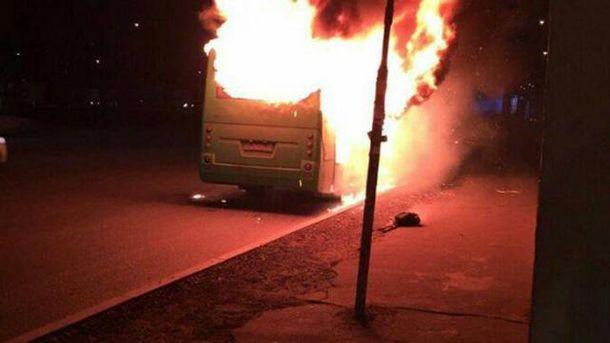 В Киеве горит маршрутка