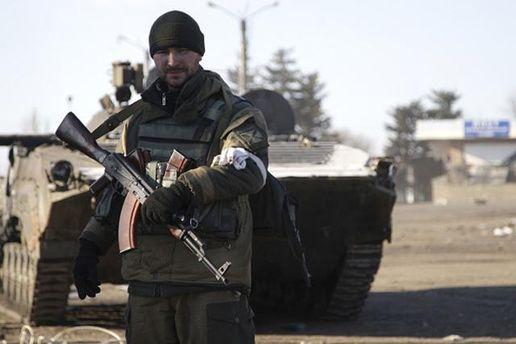 Боевики устраивают рейды по задержанию охранников